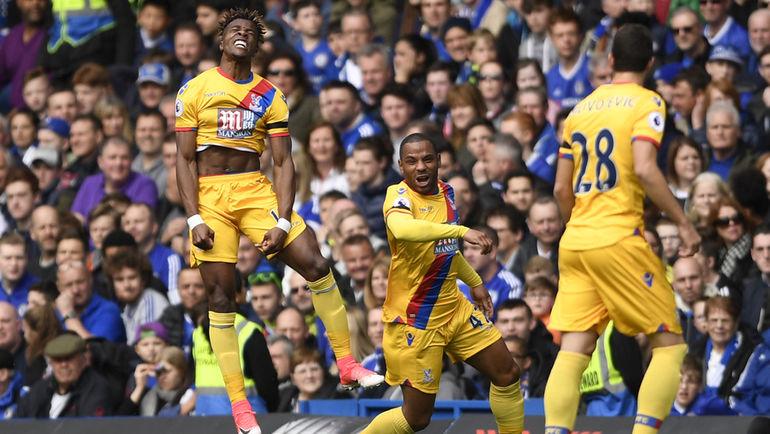 """Сегодня. Лондон. """"Челси"""" - """"Кристал Пэлас"""" - 1:2. Уилфред ЗАА (слева) празднует забитый мяч в ворота соперника. Фото Reuters"""