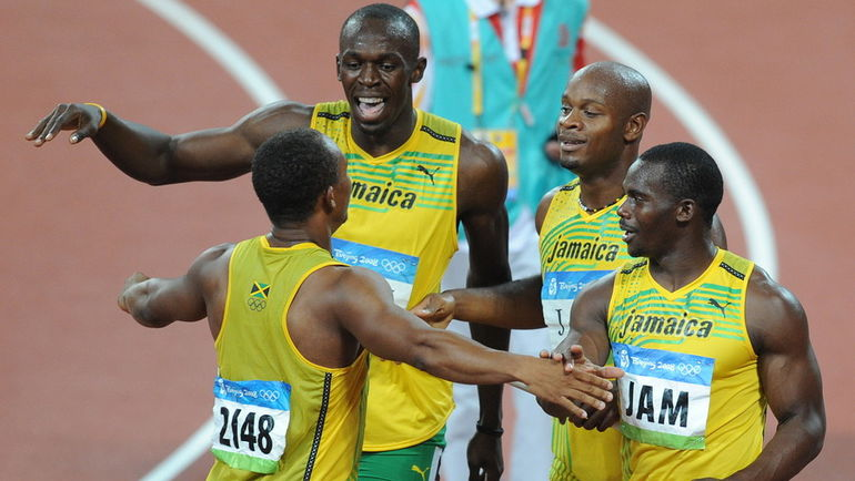 Чемпионы Олимпийских игр-2008 в эстафете 4х100 метров Майкл ФРЭЙТЕР, Усэйн БОЛТ, Асафа ПАУЭЛЛ и Неста КАРТЕР, позже лишенные золота из-за положительной допинг-пробы последнего. Фото AFP