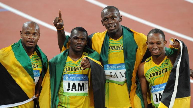 Ямайцы-чемпионы Пекина-2008 в эстафете 4х100 метров, позже лишенные медалей из-за допинга Несты КАРТЕРА (второй слева). Фото REUTERS