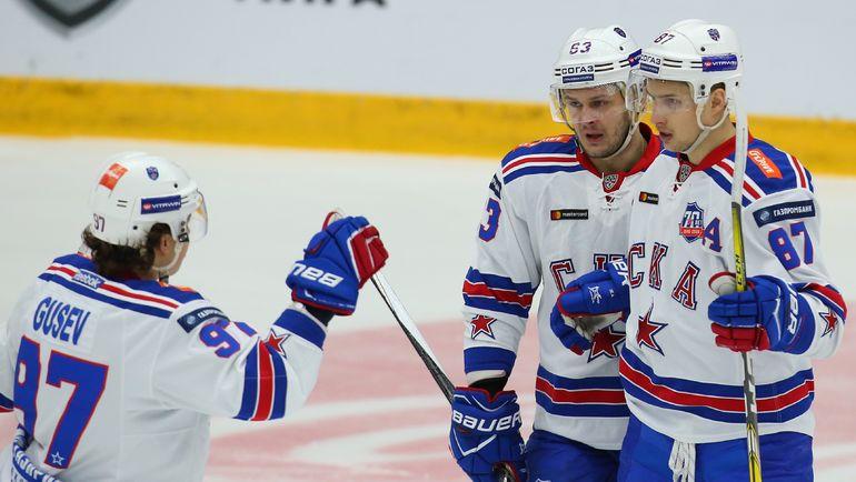 Вадим ШИПАЧЕВ (№87), Евгений ДАДОНОВ (№63) и Никита ГУСЕВ. Фото photo.khl.ru