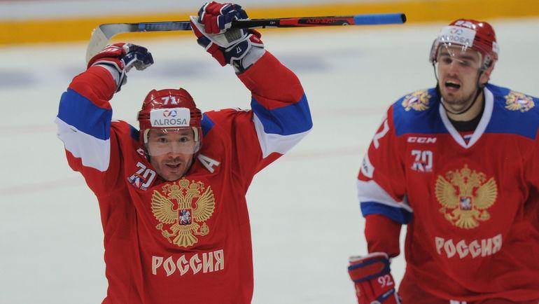 Илья КОВАЛЬЧУК (в центре) будет лидером сборной России на Олимпиаде-2018 в отстуствие игроков из НХЛ. Фото Александр ФЕДОРОВ, «СЭ»