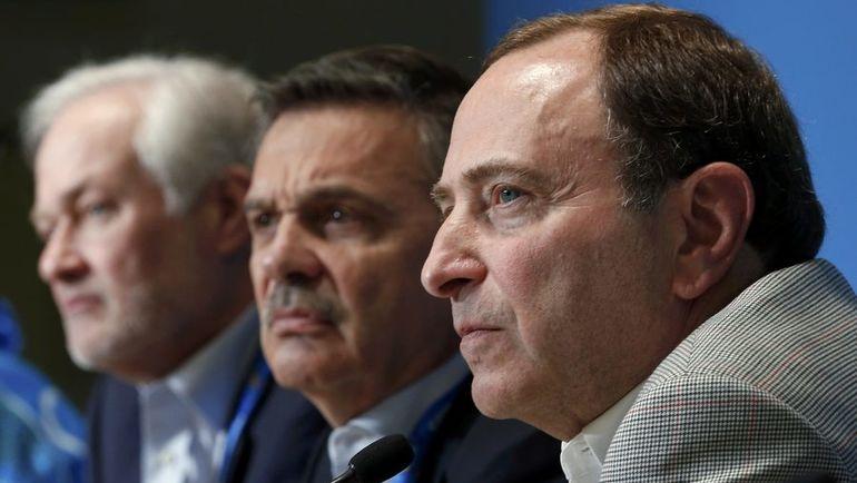 Рене ФАЗЕЛЬ (в центре) и Гэрри БЭТТМЕН не договорились. Фото Reuters