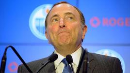 Комиссар НХЛ Гэри БЭТТМЕН.