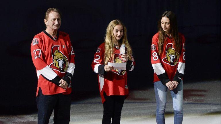 Юджин МЕЛНИК с дочерьми после операции. Фото Ottawa Citizen