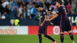"""Суббота. Малага. """"Малага"""" - """"Барселона"""" - 2:0. НЕЙМАР покидает поле, Луис СУАРЕС его поддерживает."""