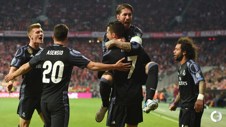 """Вчера. Мюнхен. """"Бавария"""" – """"Реал"""" – 1:2. Игроки испанской команды празднуют победу."""