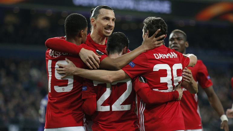 """Вчера. Брюссель. """"Андерлехт"""" – """"Манчестер Юнайтед"""" – 1:1. Гости празднуют гол."""