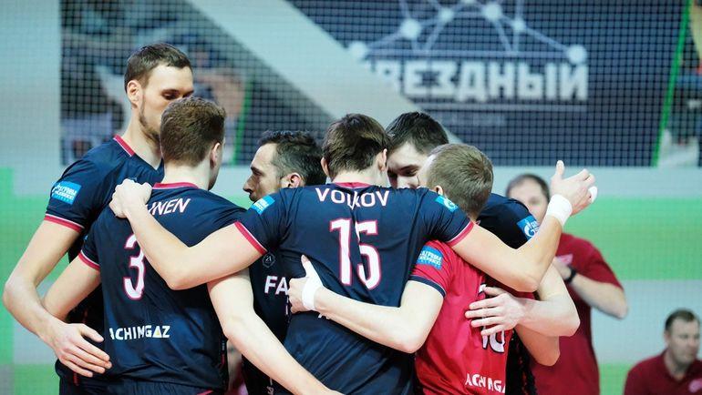 """Волейболисты """"Факела"""" радуются победе. Фото ВК """"Факел""""."""