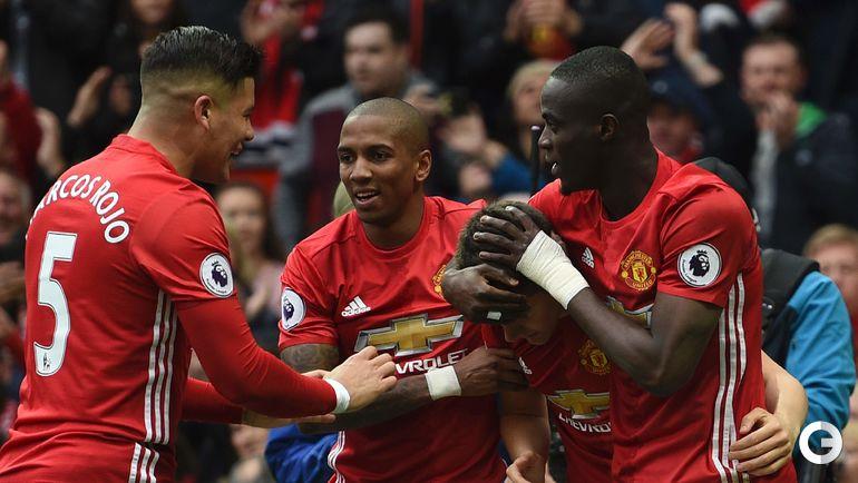 "Сегодня. Манчестер. ""Манчестер Юнайтед"" - ""Челси"" - 2:0. Игроки ""Манчестер Юнайтед"" празднуют гол."
