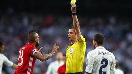 """Вторник. Мадрид. """"Реал"""" – """"Бавария"""" – 4:2. Виктор КОШШОИ удалет Артуро ВИДАЛЯ."""