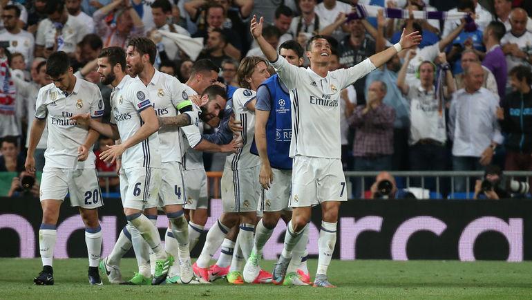 """Вторник. Мадрид. """"Реал"""" - """"Бавария"""" - 4:2. 105-я минута. КРИШТИАНУ РОНАЛДУ с партнерами празднует второй гол. Фото Reuters"""