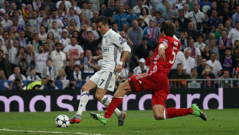"""Вторник. Мадрид. """"Реал"""" - """"Бавария"""" - 4:2. 110-я минута. КРИШТИАНУ РОНАЛДУ забивает третий гол с нарушением правил. Фото Reuters"""