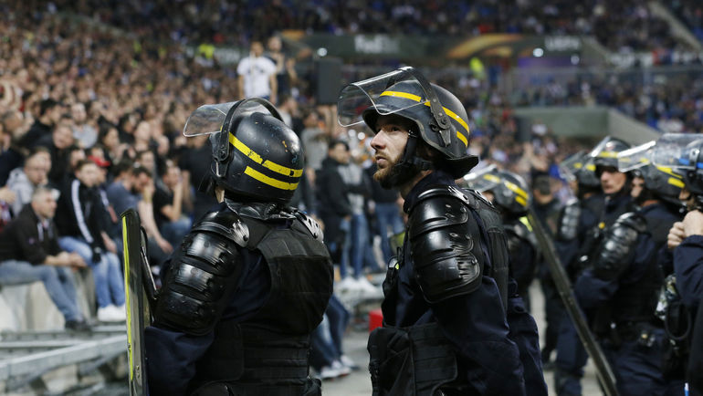 В первом матче этих команд не обошлось без участия полиции. Как сложится ответная игра? Фото REUTERS
