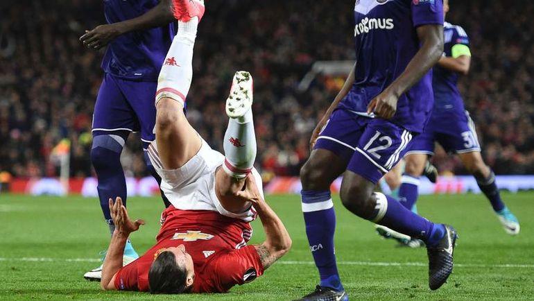 """Вчера. Манчестер. """"Манчестер Юнайтед"""" - """"Андерлехт"""" - 2:1. На газоне - травмированный Златан ИБРАГИМОВИЧ. Фото AFP"""