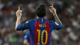 """Воскресенье. Мадрид. """"Реал"""" - """"Барселона"""" - 2:3. 90+2-я минута. 33-я минута. Лионель МЕССИ празднует 499-й гол за каталонскую команду."""