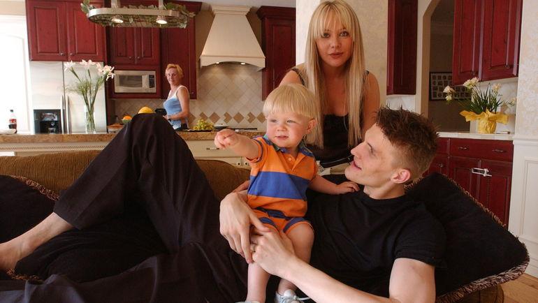 """Мария ЛОПАТОВА и Андрей КИРИЛЕНКО с сыном. Фото Алексей ИВАНОВ, """"СЭ"""""""