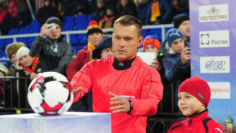 """Арбитр Владислав БЕЗБОРОДОВ. Фото Александр ФЕДОРОВ, """"СЭ"""""""