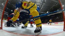 Четверг. Стокгольм. Швеция - Россия - 4:3 ОТ. Шведские хоккеисты очень активно действовали на пятачке ворот Андрея ВАСИЛЕВСКОГО.