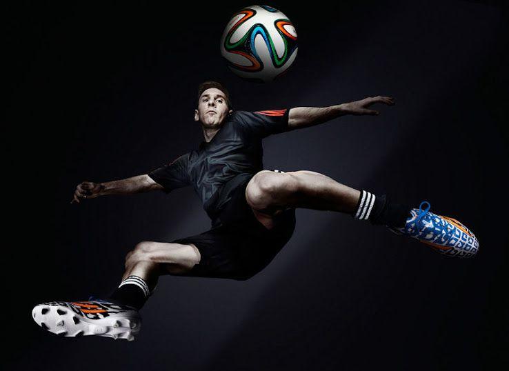 17584ad3 В противостоянии спортивных титанов у каждого имеется по козырю – одному из  двух крупнейших мировых футбольных звезд: Криштиану Роналду у Nike и  Лионель ...