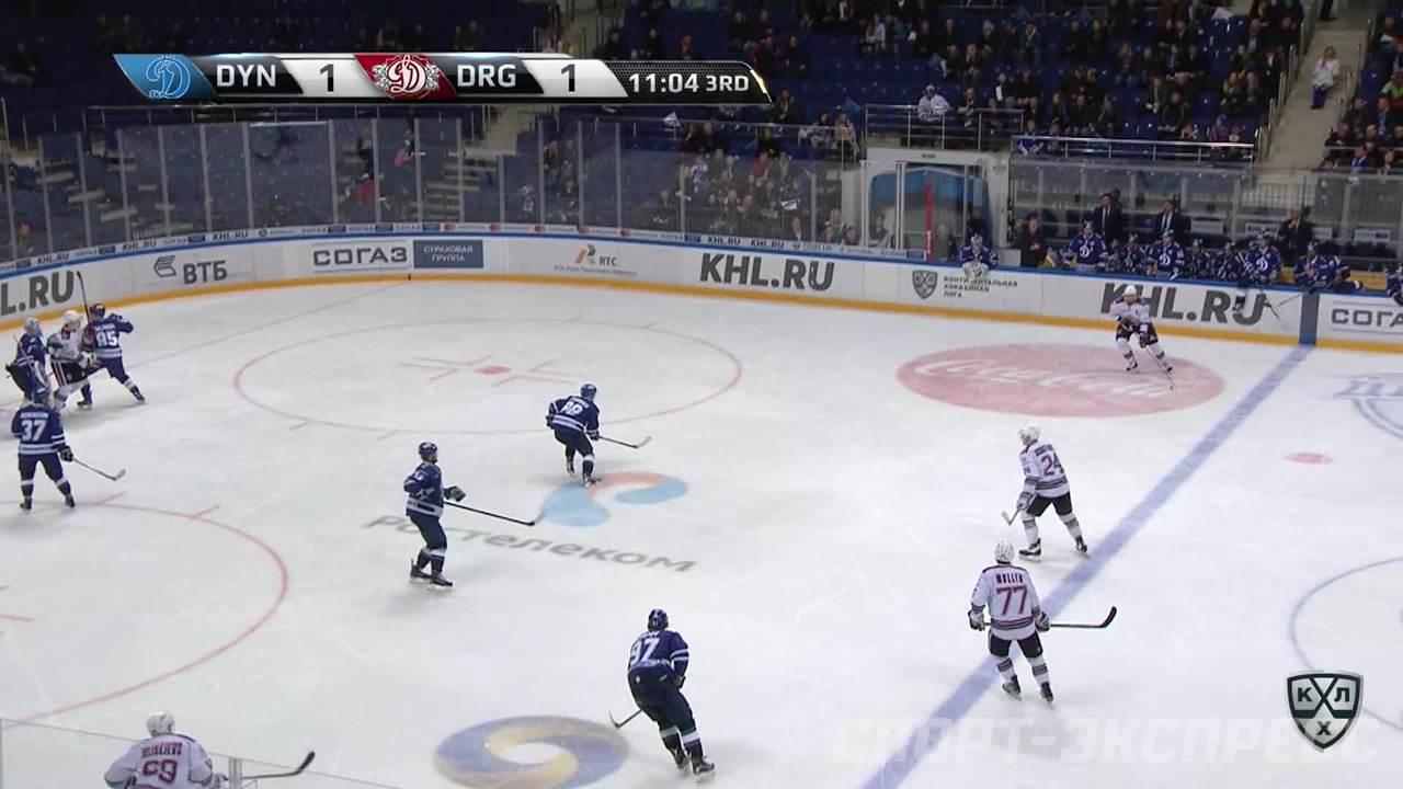 Удаление. Артём Фёдоров (Динамо) оштрафован на 2 минуты за удар клюшкой