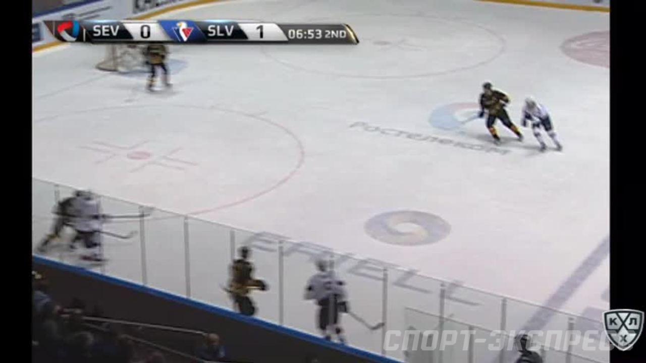 Удаление. Денис Ежов (Северсталь) удалён на 2 минуты за атаку игрока, не владеющего шайбой