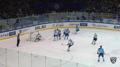 Гол. 1:0. Алексей Глухов (Сибирь) открыл счёт, реализовав большинство