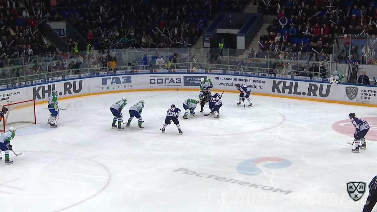 Удаление. Нестеров Александр (Салават Юлаев) удален на 2 минуты за опасную игру высоко поднятой клюшкой
