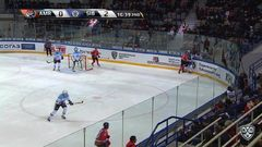 Гол. 0:3. Шумаков Сергей (Сибирь) забрасывает шайбу в ворота соперника