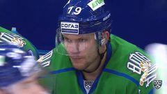 Гол. 1:0. Логинов Александр (Салават Юлаев) открывает счет матча. Шайба была засчитана после видеопросмотра игрового момента