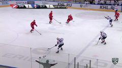 Удаление. Лукаш Вопелка (Слован) удалён на 2 минуты за атауку игрока, не владеющего шайбой