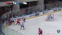 Удаление. Кутейкин Андрей (Динамо Мск) удален на 2 минуты за опасную игру высоко поднятой клюшкой