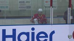 Удаление. Яласваара Янне (Куньлунь РС) за атаку игрока не владеющего шайбой.