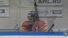 Удаление. Максим Кицын (Торпедо) наказан малым штрафом за атаку игрока, не владеющего шайбой