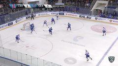 Гол. 1:2. Гусев Никита (СКА) забрасывает шайбу в ворота соперника в большинстве