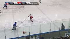 Гол. 1:2. Мосалёв Денис (Локомотив) забрасывает шайбу в ворота соперника