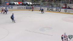 Гол. 1:3. Тальбо Максим (Локомотив) забрасывает шайбу в ворота соперника в большинстве