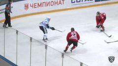 Опасный момент. Окулов Константин (Сибирь) в касание из левого круга вбрасывания атаковал