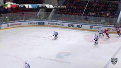 Гол. 2:1. Блажиевский Артём (ЦСКА) забрасывает шайбу в ворота соперника