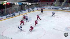Гол. 2:3. Хиетанен Юусо (Динамо Мск) забрасывает шайбу в ворота соперника в большинстве