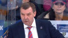 Удаление. Илья Любушкин (Локомотив) получил 2 минуты за задержку клюшки соперника