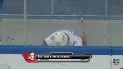 Удаление. Артём Ильенко (Локомотив) оштрафован на 2 минуты за подножку
