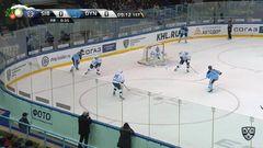Гол. 1:0. (Сибирь) открывает счет матча в большинстве