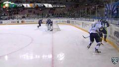 Гол. 2:1. Иванов Егор (Югра) забрасывает шайбу в ворота соперника