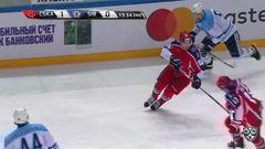Удаление. Адам Полашек (Сибирь) оштрафован на 2 минуты за атаку игрока, не владеющего шайбой