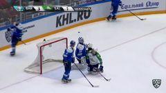 Удаление. Савченко Роман (Барыс) за задержку клюшкой.