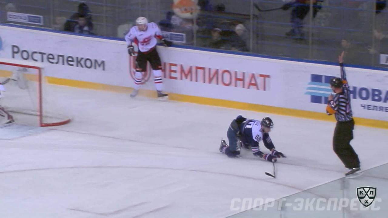Удаление. Анелёв Юнас (Авангард) за задержку руками.
