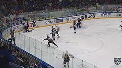 Удаление. Трунёв Максим (Северсталь) за толчок на борт.