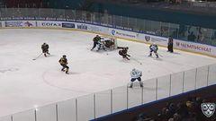 Гол. 0:1. Умарк Линус (Салават Юлаев) открывает счет матча в большинстве. Шайба была засчитана после видеопросмотра игрового момента