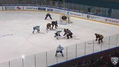 Гол. 2:2. Макаров Дмитрий (Салават Юлаев) сравнивает счет матча в большинстве