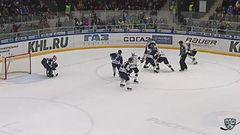 Удаление. Илья Крикунов (Сочи) оштрафован на 2 минуты за атаку игрока, не владеющего шайбой